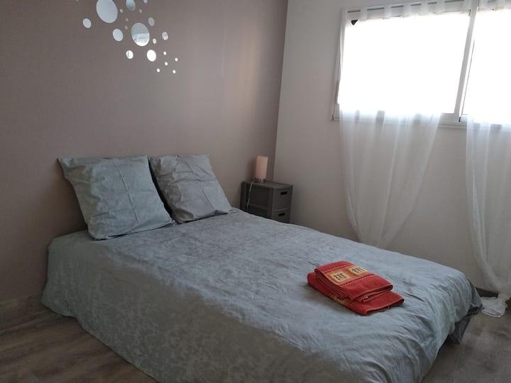 Chambre avec sdb privée dans maison neuve.