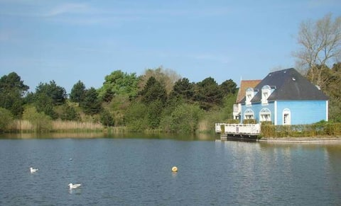 Prestige 3 bedroom house with lake view