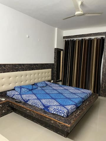 Room1 with king size bed, AC, TV