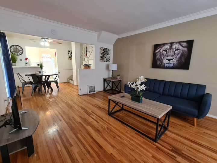Bargain Beverly Hills! 3 Bedroom. Gr8 area!