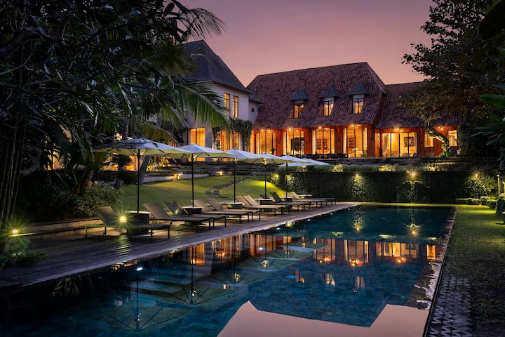 Villa rent private with #7bedroom near canggu area