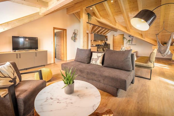 Penthouse mit Bergblick und Balkon