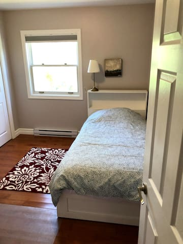 Small bedroom with Twin Bed.