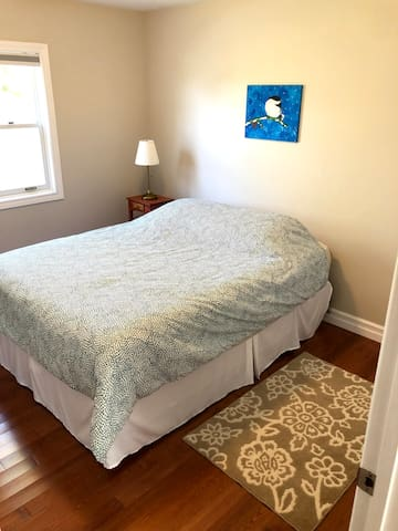 Second bedroom with a Queen Bed.