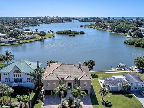Lyons Bay Luxury Waterfront home