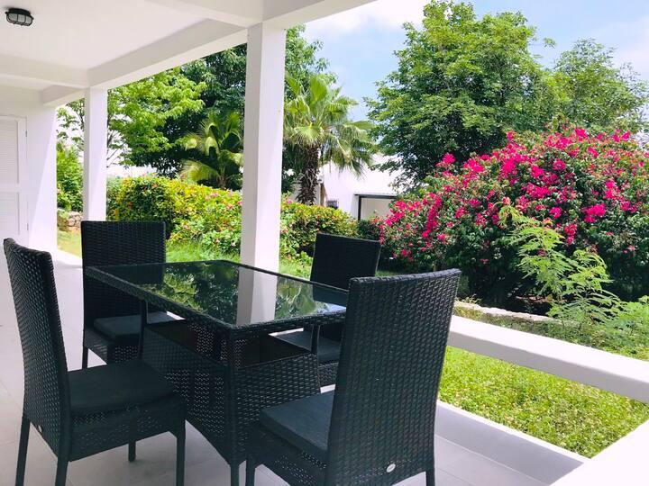 Modern 2 Bedroom House in Pelican Key