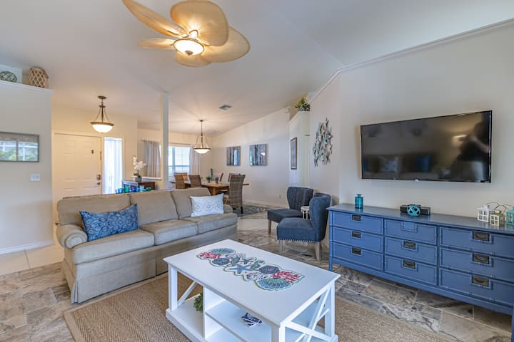 Beachy Bungalow less than 2 miles from the beach!