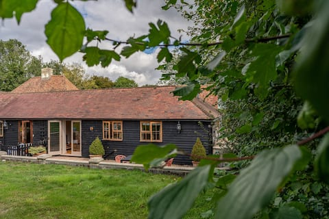 Modern Country 2 Bed Converted Stable, Kent Downs