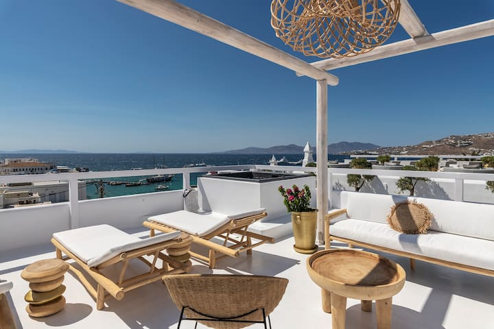 The Mykonian Suite with Terrace and Jacuzzi