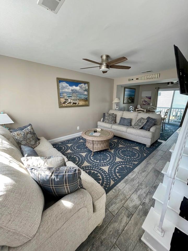 Vibrant 2 Bedroom Beachfront Condo- 2 Stories