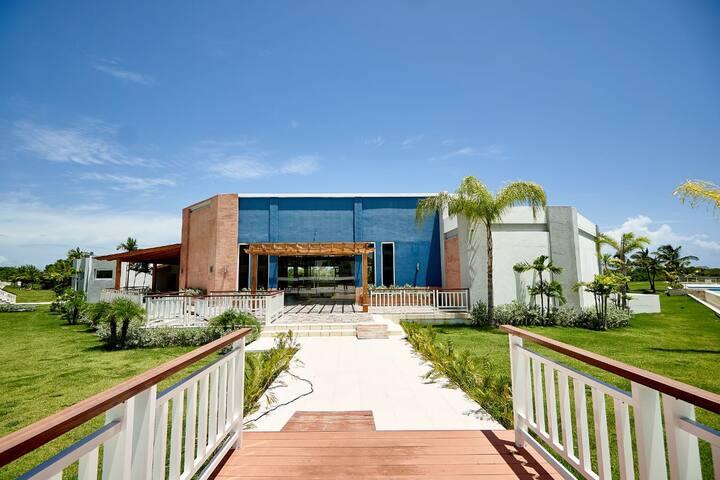 Cana Rock Condos Stunning Suite & Beach Club