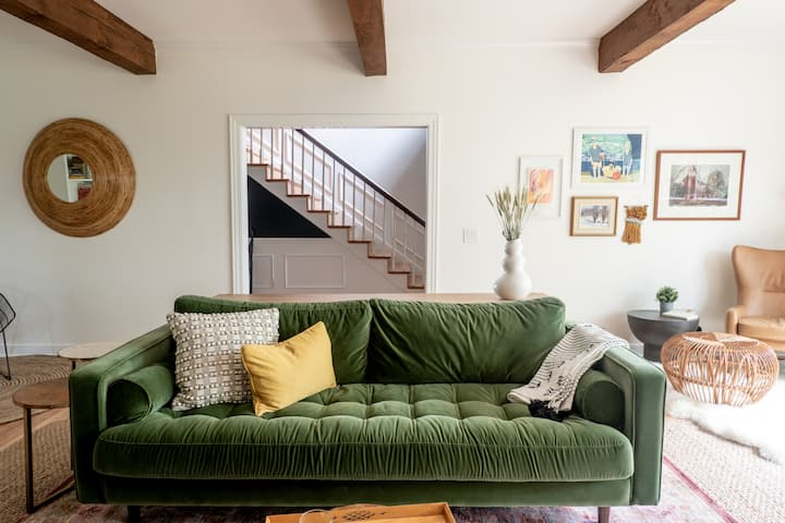 Modern +Comfy Mtn Retreat w/ Sweeping Views - Gilead House - Private Getaway Near It All, Hot Tub, Game Room, Firepit, Spacious