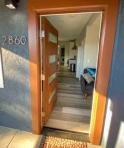 Pintu masuk yang lebar untuk tamu