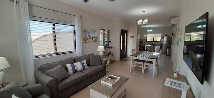 Brand new safe&clean 2 bedroom condo at Gold Coast