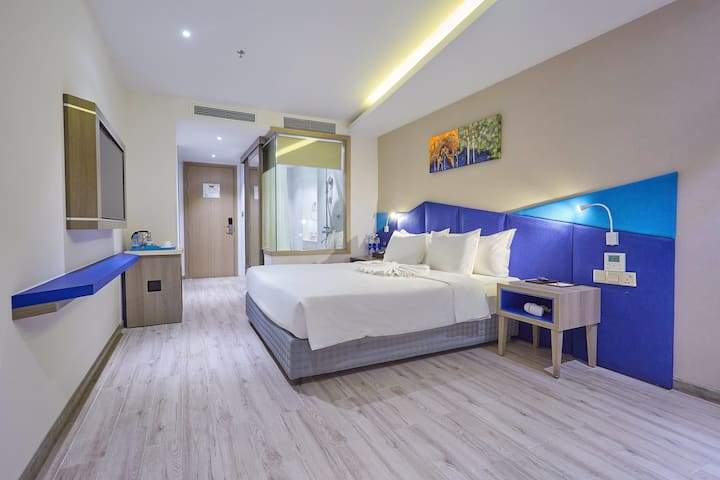 SUPERIOR QUEEN BED WITH BREAKFAST VÀ POOL