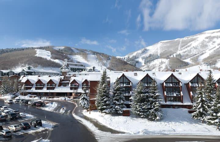 Mountaintop Resort Ski Condo - ski from your door