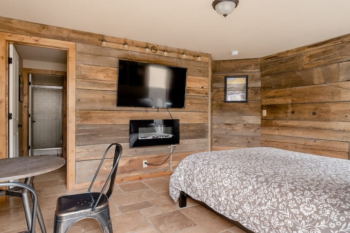 Private entry, bed/bath&room for your pooch! Ste#2