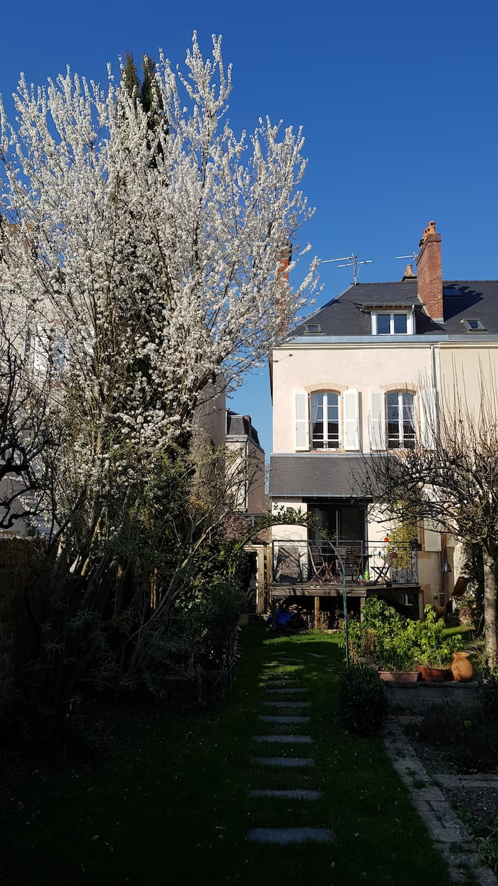 Jolie maison avec jardin, hypercentre proche gare