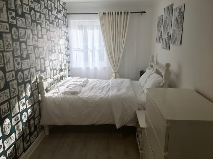 Cosy stay in North West Cheltenham