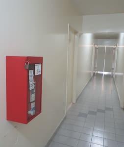 Hall y entrada al departamento / Hall and appartment's entrance