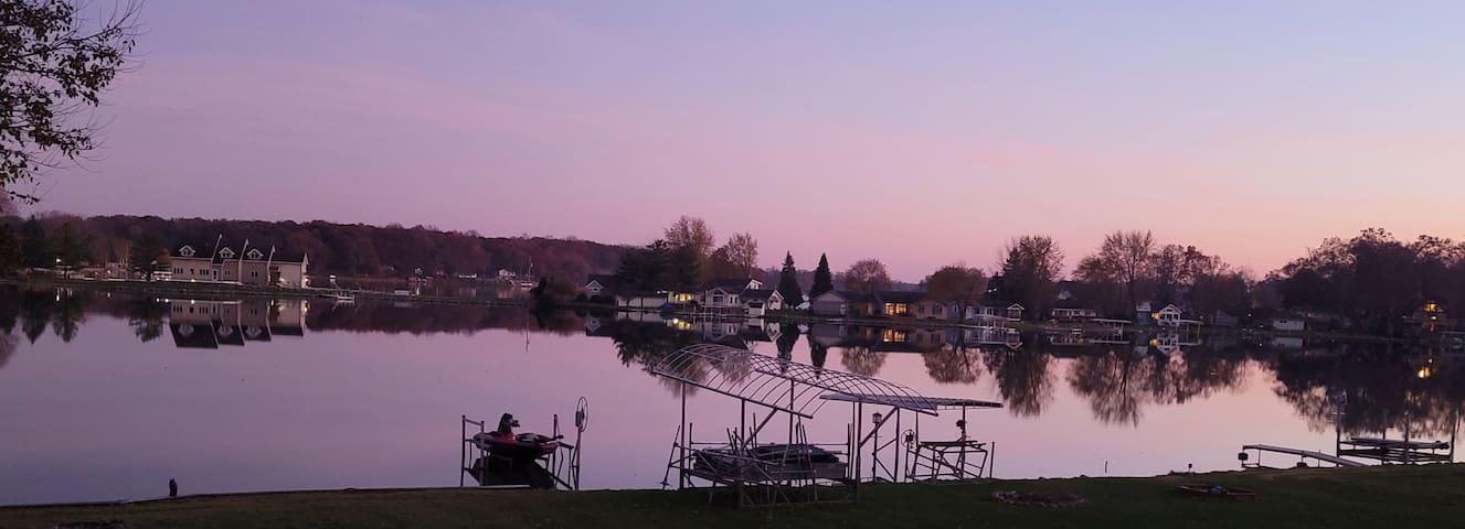 Irish Hills: Lakefront on Farwell chain of 4 Lakes