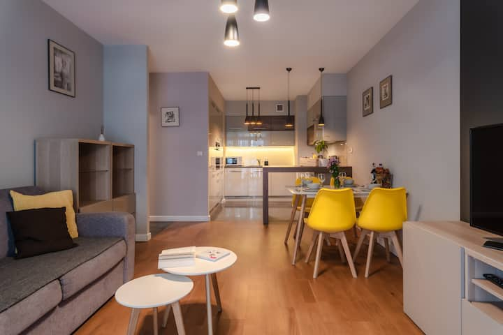 Pure Rental Apartments G1240 | Wifi &TV | Parking