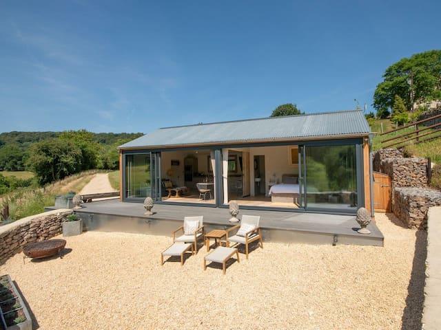 Unique Private Slad Valley Contemporary Chic Barn