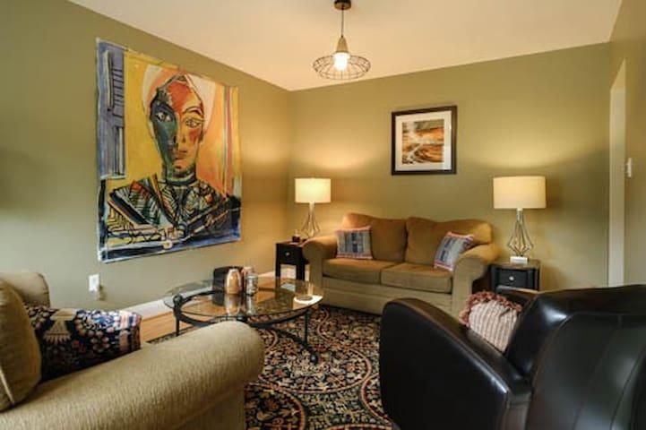 Convenient, Funky, Comfy, Affordable 1 Bdrm. House