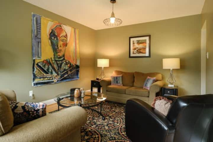 Convenient, Funky, Comfy, Affordable 1 Bdrm. Suite