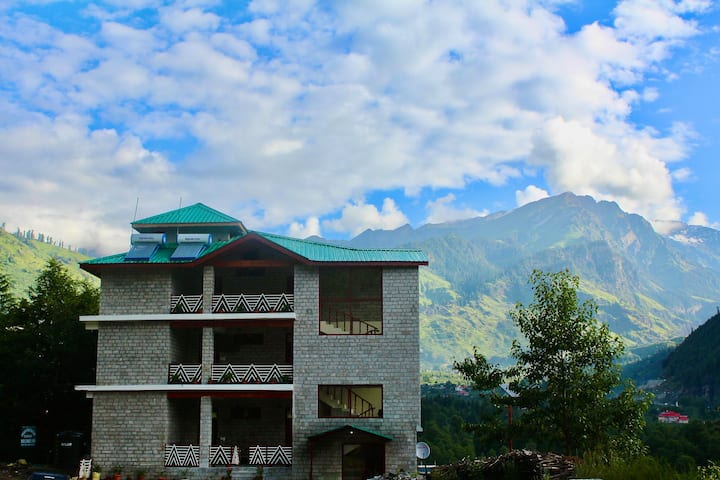 Manali homestay at Goshal with Superb views