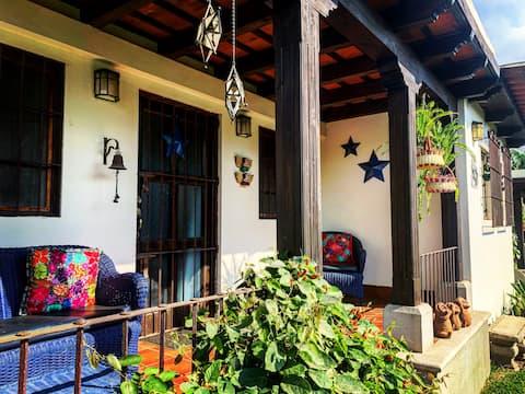 Casa Estrella Jardín Desconocido w/ Parqueo
