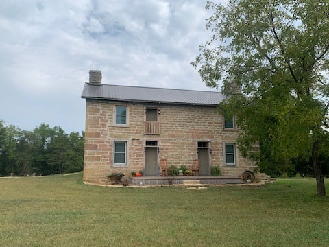 Historic Hildebrand Farmhouse (entire house)