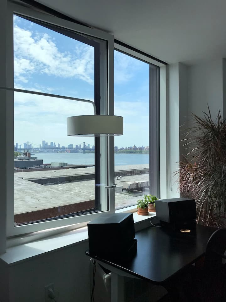 NEW Large Waterfront Studio. Epic Views!