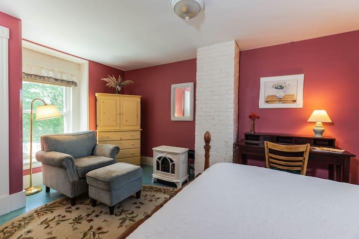 Maple Hill Farm Inn, Room 3, Sauna+Outdoor Hot Tub