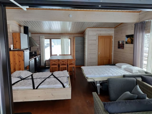 Kaksi vuodetta. Vuodesohva 140x200cm  ja kääntövuode 160x200cm. 2 beds. Kingsize 160x200cm and pull out coutch bed. 140x200cm