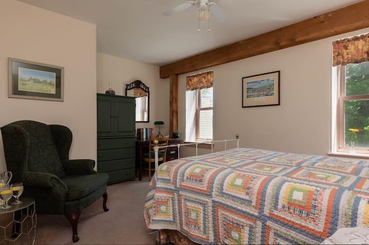 Maple Hill Farm Inn, Room 4, Sauna+Outdoor Hot Tub