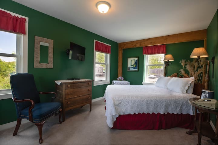 Maple Hill Farm Inn, Room 6, Double Whirlpool Tub