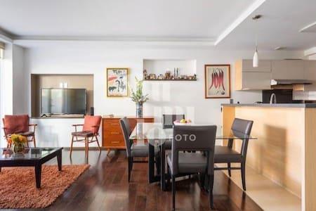The apartment is on a ground floor.  El departamento está en la planta baja.