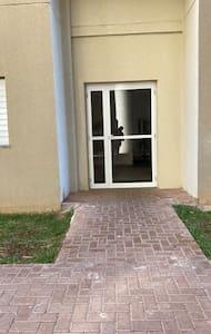 Acesso a torre, elevador amplo,   fica logo após a porta que dará bem na entrada do apartamento
