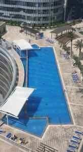 Pool with pool hoist