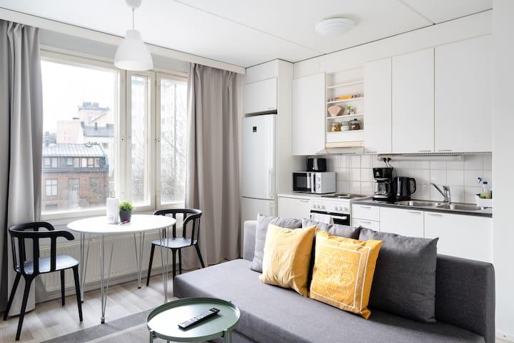 One Bedroom Apartment with Balcony in Sörnäinen