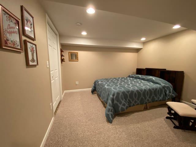 Bedroom 4 (basement) - queen bed