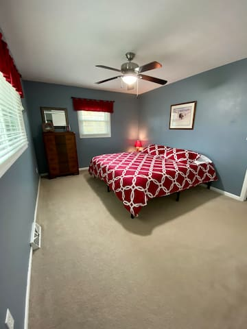 Bedroom 1 (main level) - king bed