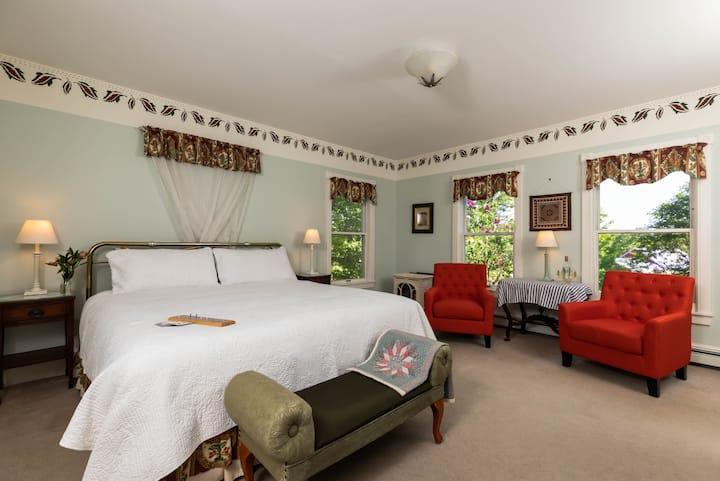 Maple Hill Farm Inn, Room 8, 1st Floor, HUGE tub