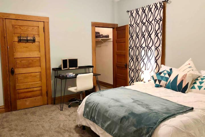 Charming & Cozy 2BR Suite in Historic RiNo Home!