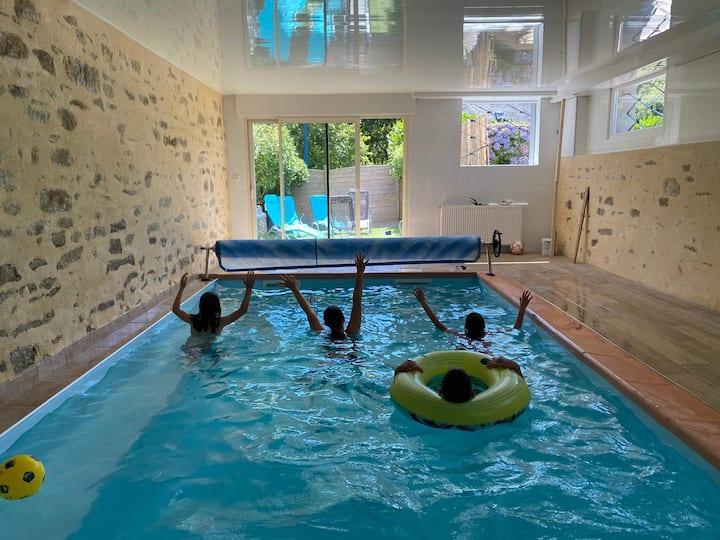 Grande villa avec piscine intérieure chauffée