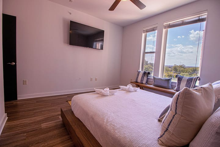 POOL OPEN | LUXURY 1B1B CONDO | WALK TO ZILKER