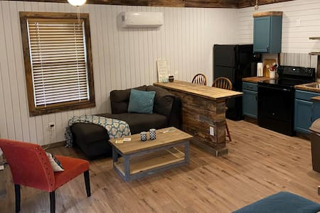 The Rustic Guesthouse - Getaway to the Country!