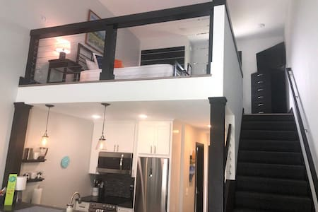 Private 5 Star Jaw Dropping Loft (Near Everything)