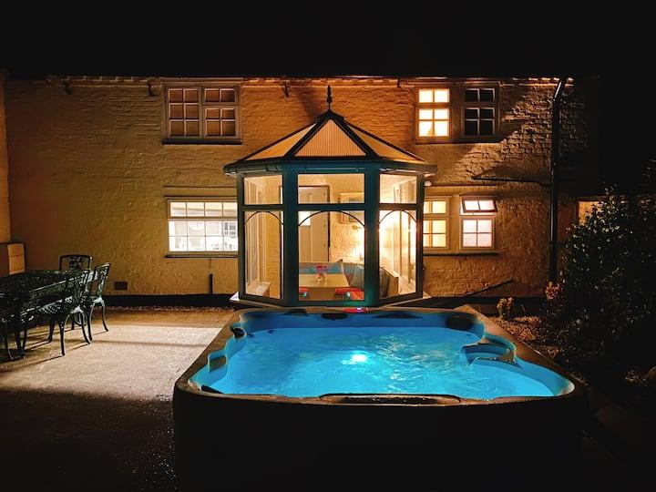 Luxury Cottage, Exclusive Hot Tub, Private Estate
